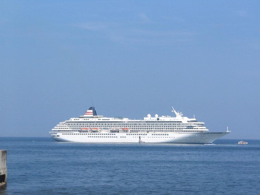 伊東港で見る船シリーズ2